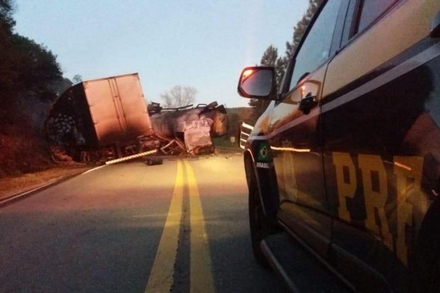 Acidente entre dois caminhões deixa uma pessoa morta em Santa Margarida do Sul (Foto: Divulgação / PRF)
