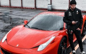 Conheça a Ferrari de Caio Castro que o manobrista bateu
