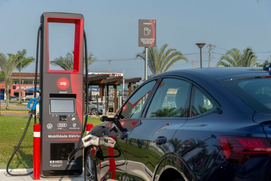 O primeiro eletroposto da VW, Audi, Porsche e EDP fica no Shopping Serramar, Av. José Herculano, 1086 - Pontal de Santa Marina, Caraguatatuba-SP.