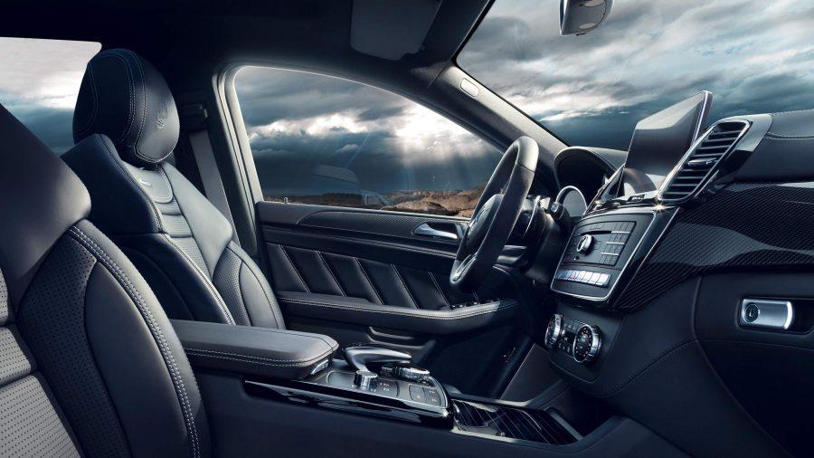 Com um sistema de sensores de radar no para-choque traseiro, o trânsito atrás do veículo, parado ou em movimento, é continuamente monitorado. Se o sistema detectar um perigo de colisão traseira, são acionadas sequencialmente diversas medidas de proteção.