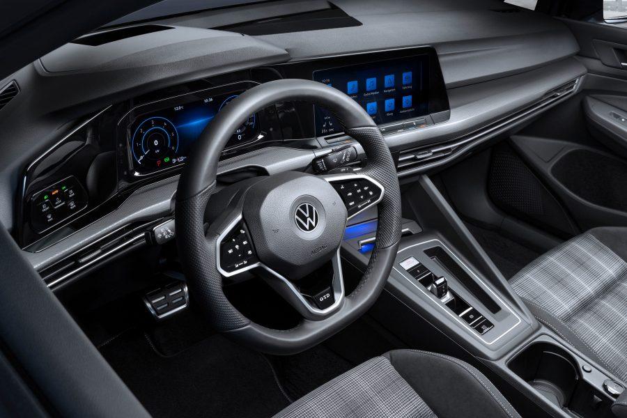 O interior do Golf GTD segue a risca o conceito de esportividade e modernidade que a oitava geração do Golf