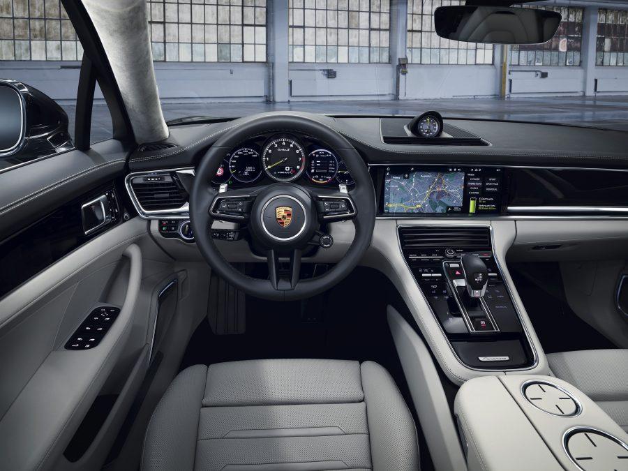 Interior do Panamera Turbo S E-Hybrid