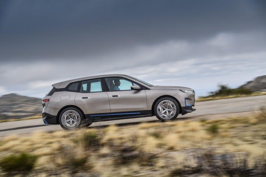 O BMW iX aproveita as últimas inovações nas áreas de eletrificação, direção autônoma e conectividade para oferecer uma experiência de mobilidade que coloca as pessoas mais do que nunca no centro.