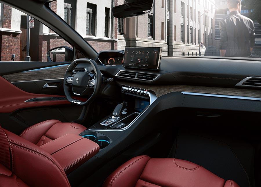 Sem comprometer as tecnologias inteligentes, o novo SUV PEUGEOT 3008 vem com as ajudas de direção de última geração, bem como um novo PEUGEOT i-Cockpit® com um novo fone de ouvido com tela de alta qualidade e uma nova tela de toque de alta definição de 10 polegadas.