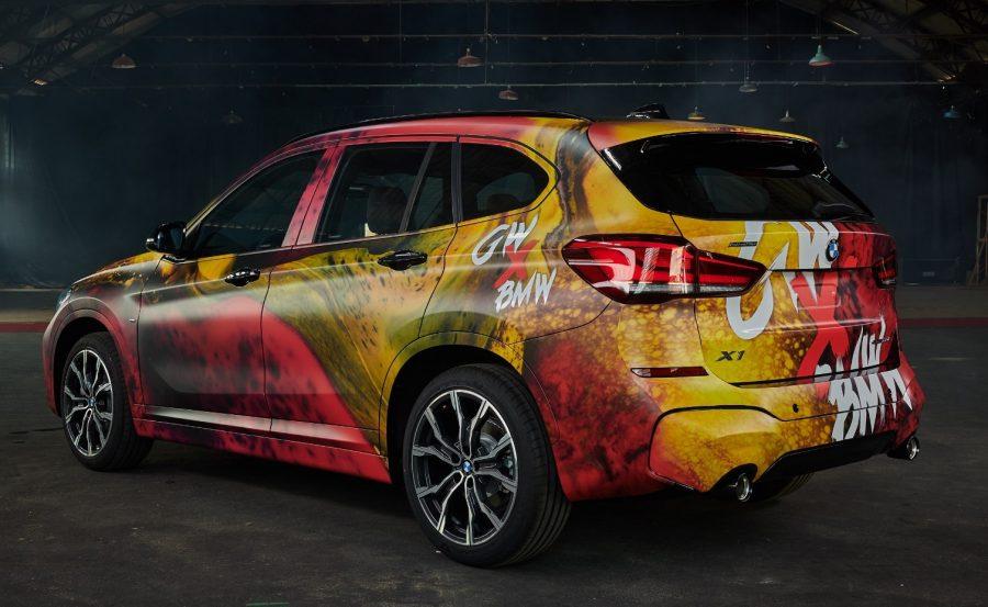 BMW Group Brasil recebe homenagem do fotógrafo Gabriel Wickbold pelos 25 anos de empresa no Brasil com X1 personalizada