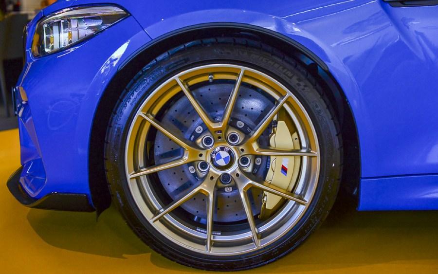 BMW M2 CS - detalhe do freio (foto: divulgação)