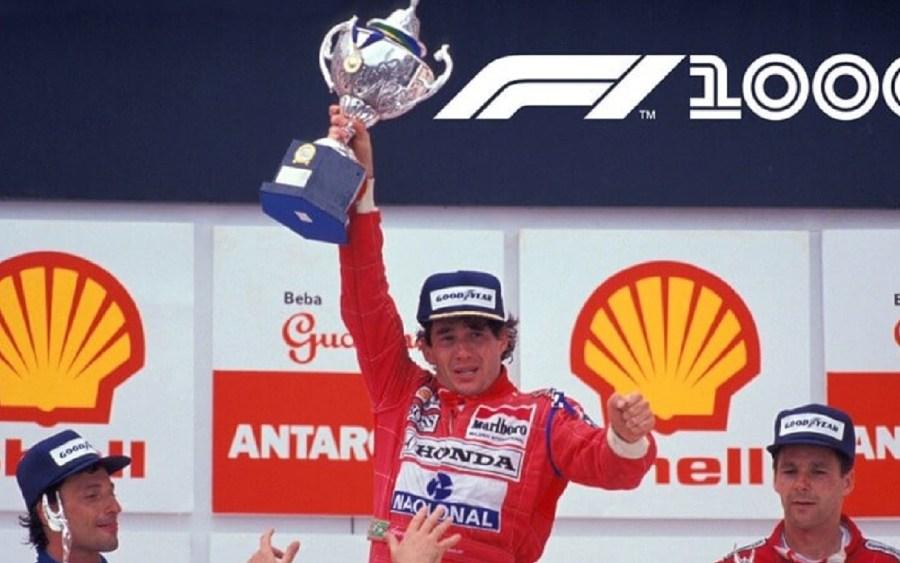 Ayrton Senna erguendo o troféu após a vitória do GP Interlagos em 1991