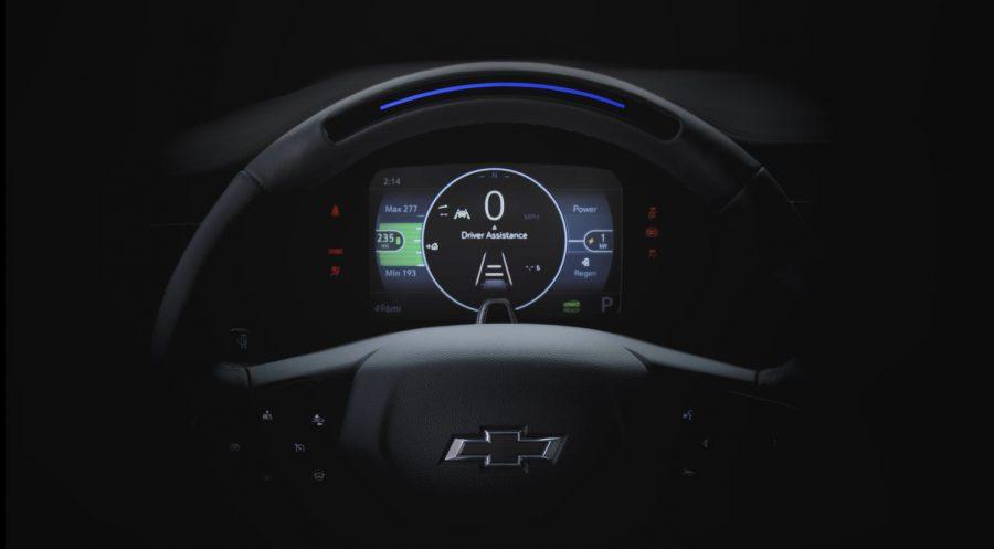 Com base no aclamado Chevrolet Bolt EV - o primeiro EV de longo alcance da indústria a um preço acessível - o novo Bolt EUV entra em produção no verão de 2021 e será o primeiro Chevrolet a oferecer Super Cruise, o primeiro verdadeiro da indústria tecnologia de direção viva-voz para a rodovia. Esta imagem do volante do Bolt EUV demonstra parte da sequência de iluminação durante a inicialização enquanto o veículo está estacionado.