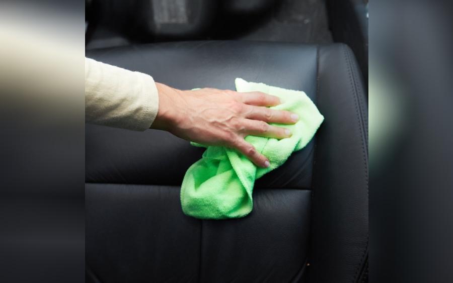 Aprenda como limpar banco de couro