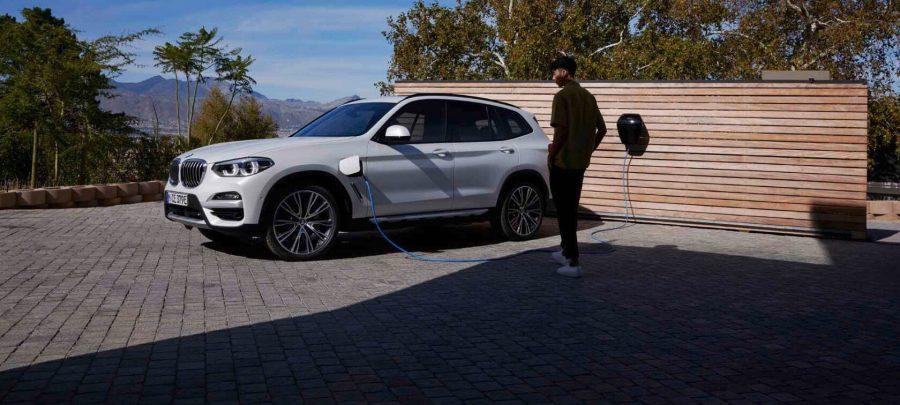 O BMW X3 oferece oportunidades ilimitadas e uma expressão marcante de presença e liberdade.