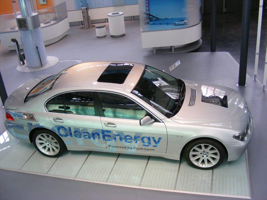 BMW Hydrogen 7, com motor de combustão interna a hidrogênio (foto: Mattes / Wikimedia)