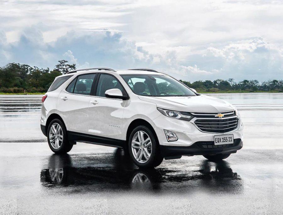 O Equinox 2021 desembarca para atender crescente demanda por SUVs premium de médio porte. Todas as unidades que chegam são da versão topo de linha Premier com tração integral AWD (All-Wheel Drive).