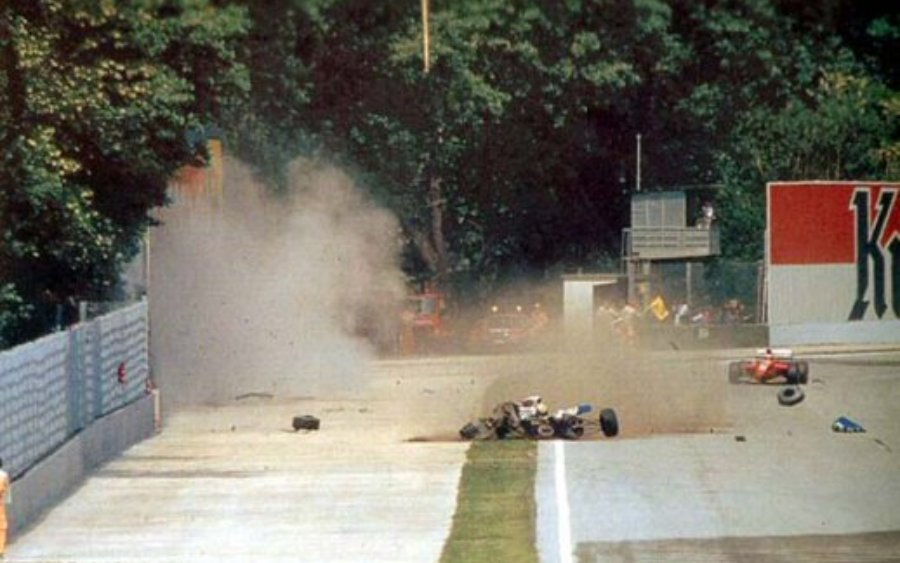 Imagens do acidente fatal em Ímola