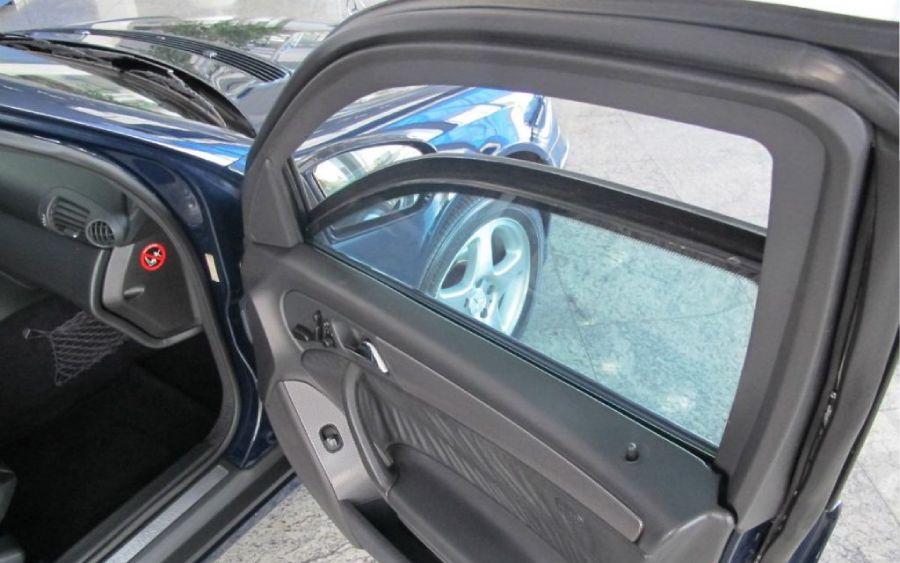 Carro com vidro blindado