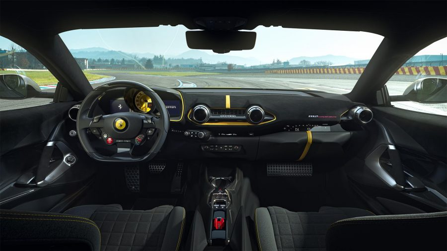 Interior da Ferrari 812 Competizione