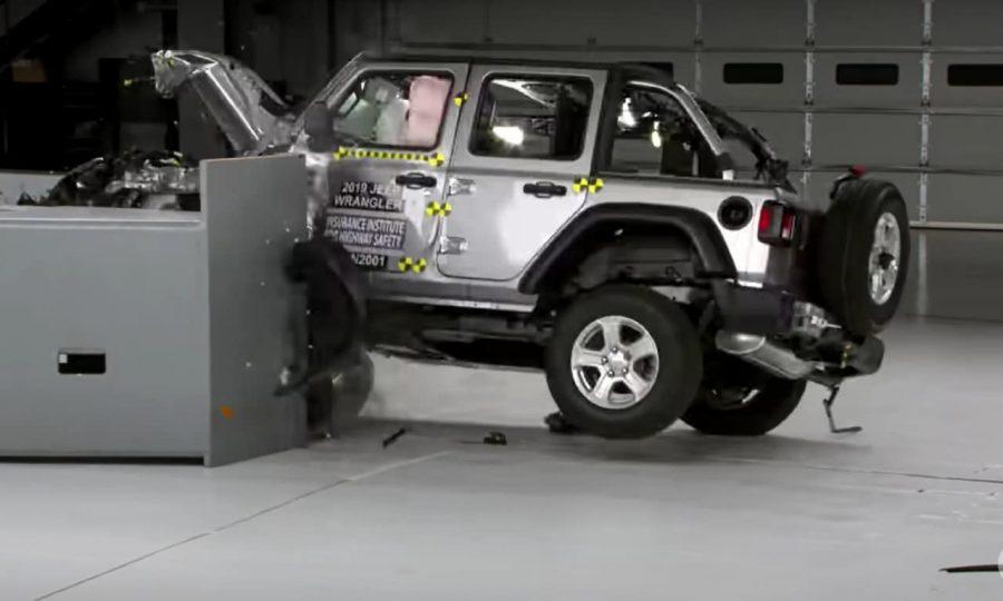 Novo Jeep Wrangler tomba em teste de colisão