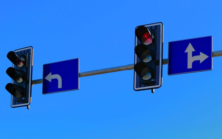 Nova Lei de trânsito permite passar no farol vermelho sem cometer infração