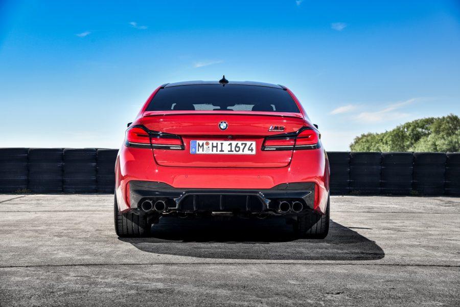 O M5 Competition está equipado com alguns dos mais avançados sistemas de condução semiautônomos da BMW, com destaque para o Driving Assistant Professional, que permite a direção inteligente em situações de congestionamentos, trânsito lento ou viagens longas; o Parking Assistant Plus, sistema que mede os espaços para estacionar automaticamente por intermédio de câmeras e de sensores, realizando as manobras com máxima precisão, economia de tempo e conforto; e o BMW Live Cockpit Professional, que oferece ao usuário informações e monitoramento da condução por intermédio de duas telas, sendo ambas de 12,3, além de interfaces disponíveis para operação por meio de controle de voz.