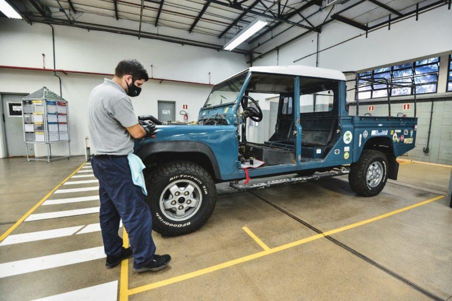 Land Rover passa a restaurar seus clássicos