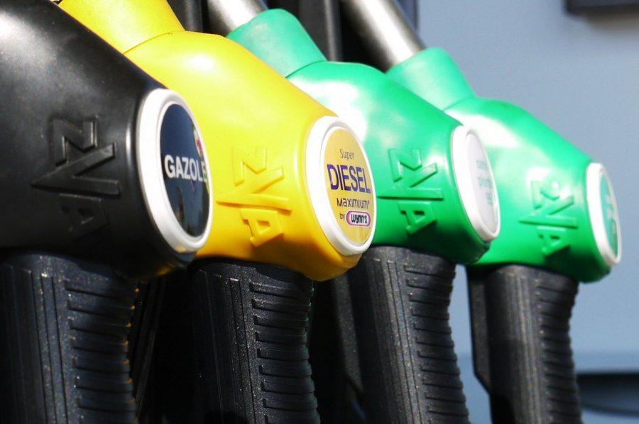 Diesel ou gasóleo é um óleo derivado da destilação do petróleo bruto usado como combustível nos motores a diesel/gasóleo, constituído basicamente por hidrocarbonetos. O óleo diesel é um composto formado principalmente por átomos de carbono, hidrogênio e em baixas concentrações por enxofre, nitrogênio e oxigênio.