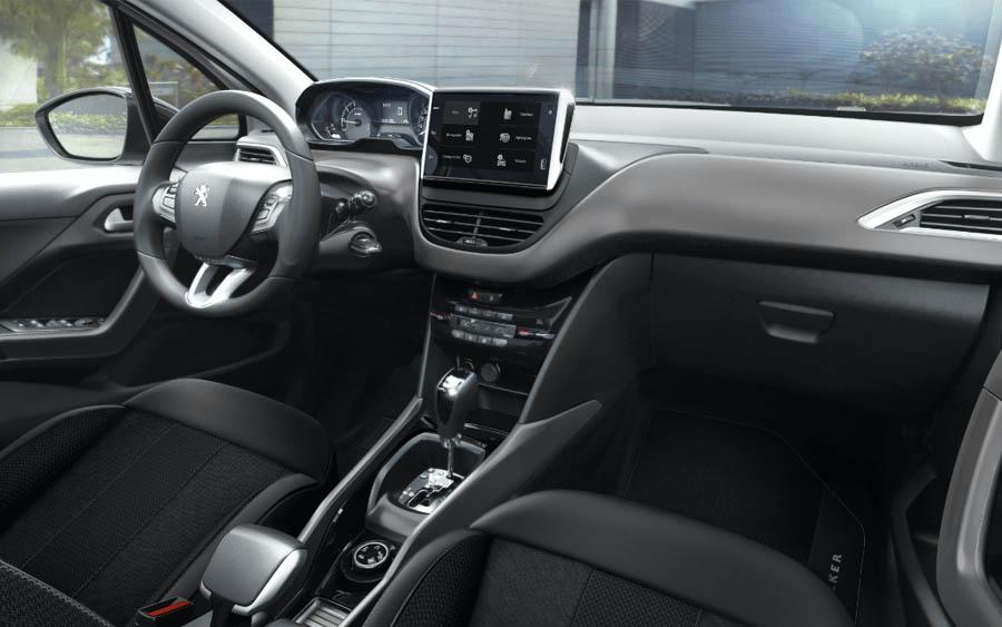 Interior com itens exclusivos e acabamento premium