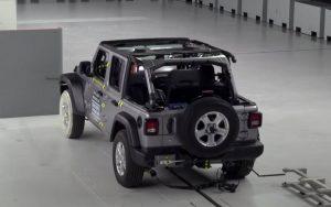 Jeep Wrangler tomba em um pequeno teste de colisão