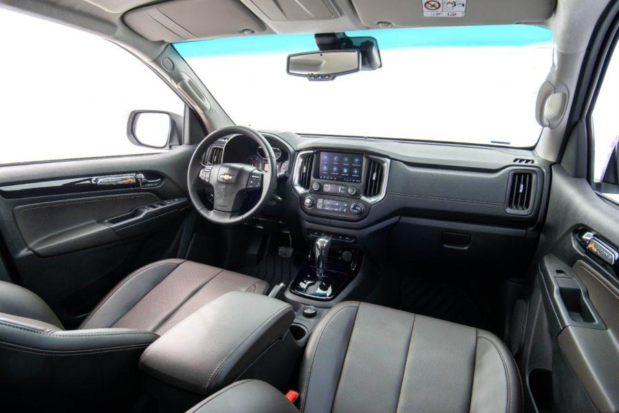 Interior da Chevrolet S10 High Country (2022)