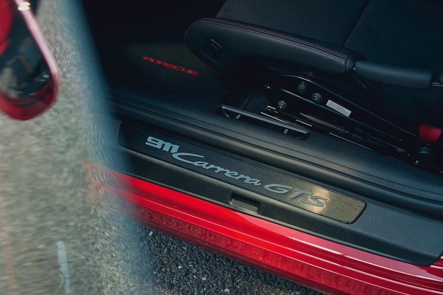 A dinâmica de condução é melhorada ainda mais com o pacote de construção leve que estará disponível pela primeira vez em um GTS