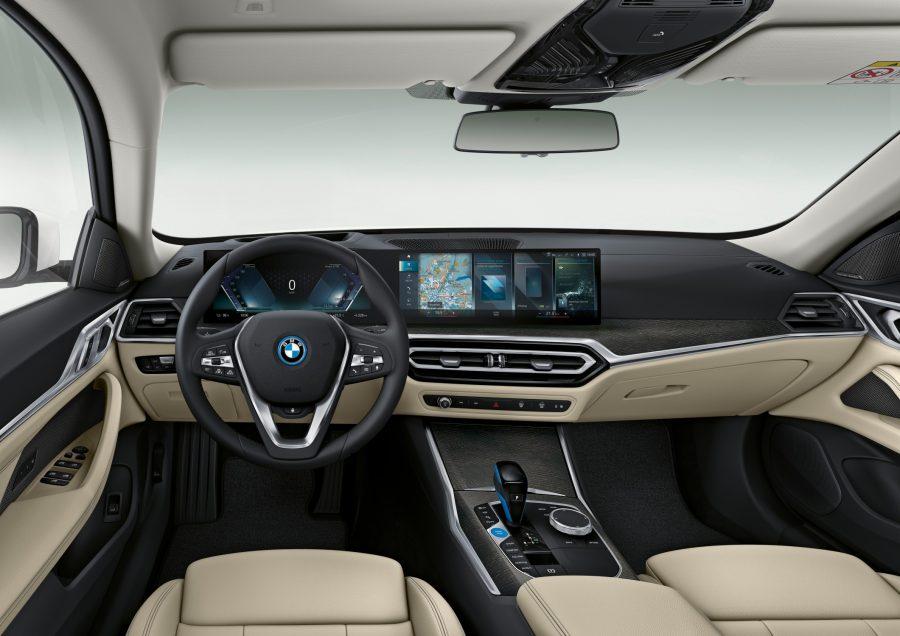 Os lançamentos serão um dos primeiros veículos da linha de produtos BMW a acompanhar o iDrive 8, a mais nova interação da interface motorista-passageiro-veículo da BMW, projetada para oferecer uma experiência de usuário mais natural, interativa e holística.