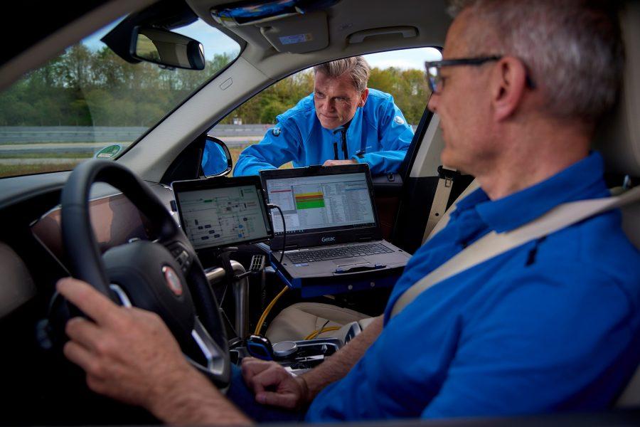 Tecnologia permite que o veículo seja completamente livre de emissões, gerando vapor d'água pelo escapamento.