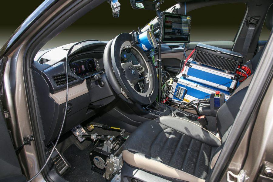 Robôs garantem precisão nos testes de tecnologias de segurança, como ACC e AEB