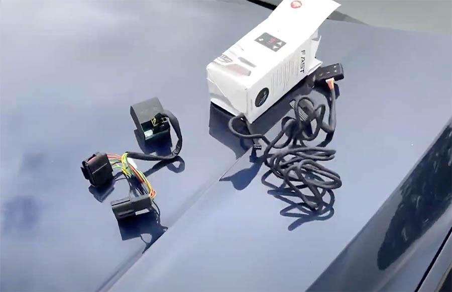 O Gas-Pedal é um equipamento destinado à diminuição do LAG (tempo de resposta) na aceleração do veículo, antecipando as curvas de POTÊNCIA e TORQUE e deixando o carro muito mais responsivo e lhe oferecendo uma grande segurança nas saídas, ultrapassagens e retomadas (Foto: Ito Tv)