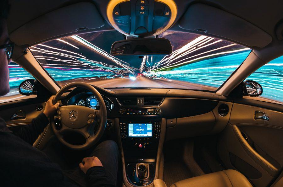 O ajuste do chip está alterando ou modificando um chip de memória programável apagável e somente leitura na unidade de controle eletrônico de um automóvel ou outro veículo para obter desempenho superior, seja mais energia, emissões mais limpas ou melhor eficiência de combustível.