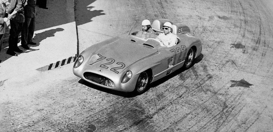 Foi ao volante deste carro de corrida com o famoso número 722 que Stirling Moss e seu co-piloto Denis Jenkinson conquistaram a vitória na Mille Miglia de 1955 com um recorde que vai durar para a eternidade