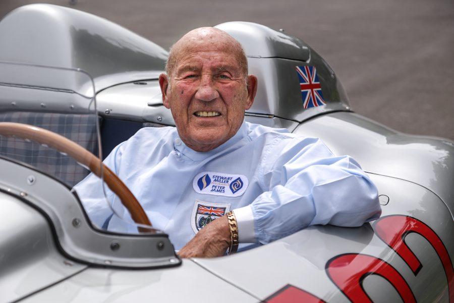 Mercedes-Benz homenageia Sir Stirling Moss durante rali 1000 Miglia