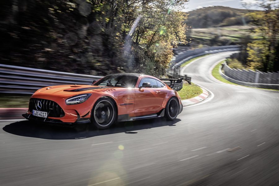 A Mercedes-Benz inicia as vendas do modelo Mercedes-AMG GT Black Series no Brasil. As primeiras unidades do veículo começam a desembarcar no Brasil em junho e todas as unidades já foram vendidas desde o anúncio oficial do modelo em outubro de 2020.