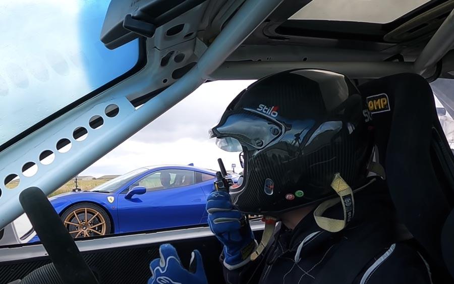 Corsa turbinado vence Ferrari